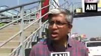 News video: AAP's Ashutosh accuses Sibal of distributing money in Chandni Chowk